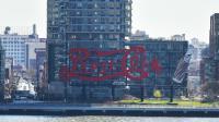 L'enseigne, sur les bords de l'East River, a été classée monument historique en avril 2016.