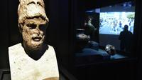 """Une sculpture de Périclès lors de l'exposition """"Méditerranées"""" le 10 janvier 2013 à Marseille"""