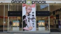 Un artisan graveur sera au GrandOptical des Champs-Elysées ce week-end.