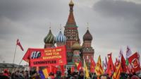 Les membres du Parti communiste russe ont été les seuls à saluer ouvertement la mémoire de 1917, à Moscou.