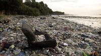 Des déchets plastiques recouvrant une plage de Manille, aux Philippines, en mai 2018.