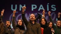 Le leader de Podemos, Pablo Iglesias, avec son équipe, au soir des élections législatives du 20 décembre 2015.