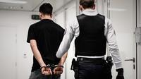 Le jeune homme, accusé d'avoir brûlé sa compagne, a été condamné à deux ans de prison ferme.