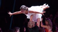 L'actrice Bindi Irving et le danseur Derek Hough récoltent une standing ovation #DWTS