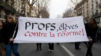 Une manifestation d'enseignants et d'élèves contre les réformes du gouvernement, le 11 décembre 2018, à Paris.