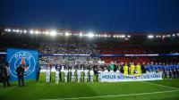 Plusieurs sportifs du monde entier ont témoigné leur soutien dans un clip diffusé sur les écrans géants avant la rencontre.