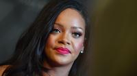 Rihanna reproche à son père d'utiliser son nom pour solliciter de l'argent.