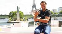 Rafael Nadal va tenter de décrocher un 11e titre sur la terre battue parisienne et le chèque de 2,2 millions d'euros promis au vainqueur.