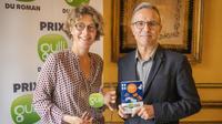 Le parrain de la 8e édition du Prix Gulli, Philippe Besson, a remis la récompense à Sarah Turoche-Dromery pour «Sam de Bergerac»