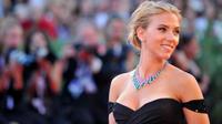Le décolleté de Scarlett Johansson est l'un des préférés des français.