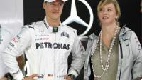 Michael Schumacher, ici au côté de son agent Sabine Kehm, ne pèserait plus que 45 kilos.