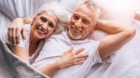 Les relations intimes au moins une fois par semaine ont réduit les chances d'entrer en ménopause de 28% par rapport aux femmes qui ont des rapports sexuels moins d'une fois par mois.
