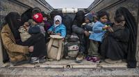 Des femmes et des enfants fuyant Daesh, le 14 février dernier (illustration).