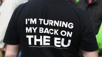 Ce t-shirt pro-Brexit, floqué «Je tourne le dos à l'UE», finira peut-être au musée.