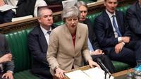 Theresa May pourrait cette semaine mettre les députés face à un choix : soit ils votent son accord, soit l'éventuel projet alternatif qui émergerait des votes prévus au Parlement lundi 1er avril.