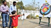 Une Indienne de 3 ans bat un record de tir à l'arc
