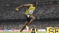 Usain Bolt franchissant la ligne d'arrivée aux championnats du monde de Pékin d'août 2015.
