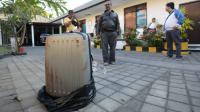 La valise ensanglantée dans laquelle a été retrouvé le corps sans vie de Sheila Von Wiese Mack, une Américaine de 62 ans. Bali, le 12 août 2014 [Sonny Tumbelaka / AFP]