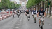 Les 24h Vélib' se donnent l'objectif d'atteindre au moins 35 000 kilomètres parcourus sur les Champs-Elysées.
