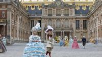 La livraison d'un colis spécial à Versailles va avoir lieu... avec 349 ans de retard.