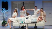 """La troupe de """"Welcome à St-Tropez"""" au complet sur la scène du Palace."""