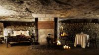 Airbnb propose à deux téméraires de dormir dans les catacombes