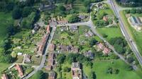 La commune dispose notamment d'un château de 21 chambres, d'un pub, de 43 maisons, d'une église et d'une école primaire.