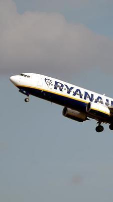 Malgré l'impact environnemental, la compagnie aérienne Ryanair n'a pas l'intention de modifier les horaires de l'appareil en question.