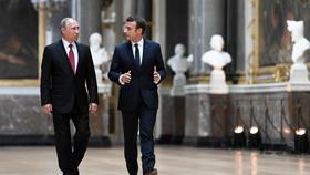 Poutine et Macron se retrouvent à Saint-Pétersbourg