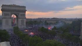 Les Champs-Elysées symbole de liesse