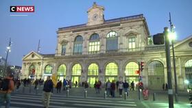 Grève du 5 décembre : à Lille et à Nantes, les usagers de la SNCF forcés de s'organiser