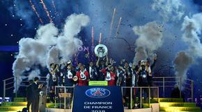 Le PSG remporte le 7e titre de champion de France de son histoire. Durant l'été, Neymar et Kylian Mbappé ont renforcé l'ogre parisien.