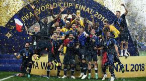 Le 15 juillet, la France remporte la finale de la Coupe du monde face à la Croatie (4-2) et gagne sa deuxième couronne mondiale après 1998.