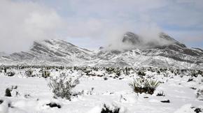 Le désert et les montagnes du Nevada recouverts de neige. Une scène extrêmement rare. Habituellement, les maximales tournent en moyenne autour de 18° au mois de février