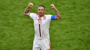 Le capitaine serbe Aleksandar Kolarov après son but sur coup franc face au Costa Rica lors du Mondial, le 17 juin 2018 à Samara en Russie [Fabrice COFFRINI / AFP]