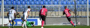 L'attaquant de Montpellier Andy Delort (d) buteur lors de la victoire sur Bordeaux 2-0 en 10e journée de L1 [SYLVAIN THOMAS / afp/AFP]