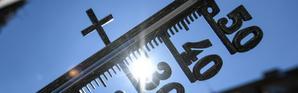 Un thermomètre indique une température de 35° à Freiburg en Allemagne, le 30 juillet 2018 [Patrick Seeger / dpa/AFP/Archives]