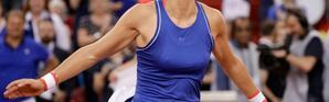 Caroline Garcia radieuse après nsa victoire sur la Roumaine Mihaela Buzarnescu en Fed Cup, le 20 avril 2019 [Geoffroy VAN DER HASSELT / AFP]