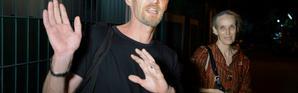 Le Français Michaël Blanc (G), arrêté à Bali en 1999 avec de la drogue et lourdement condamné, en compagnie de sa mère le 21 janvier 2014 à Jakarta [ROMEO GACAD / AFP/Archives]