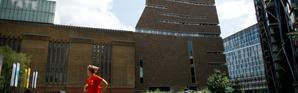 Un jeune de dix ans a jeté un enfant de 6 ans, du haut de la Tate Modern à Londres, le blessant grièvement [Tolga Akmen / AFP/Archives]