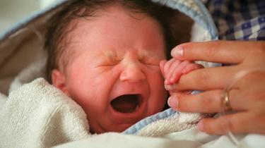 Une fois sur place, les pompiers ont coupé le cordon et emmené la mère et sa fille fraîchement née à l'hôpital. (photo d'illustration)