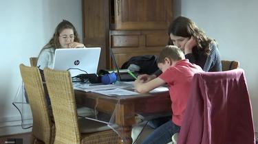 Ecole à la maison : un vrai casse-tête pour certaines familles.