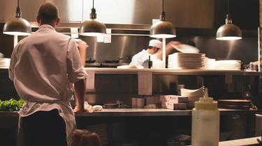 Les dark kitchen sont équipées comme les cuisines de vrais restaurants