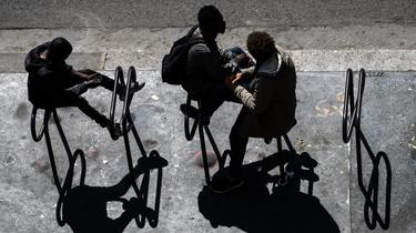 De la Goutte d'Or au Trocadéro, ces mineurs isolés sont souvent livrés à eux-mêmes dans les rues de la capitale.