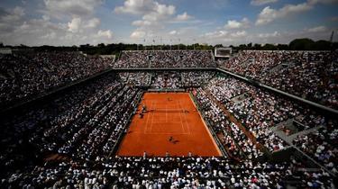 Tennis Vidéo : quand Federer expédie une balle dans les parties intimes de Monfils