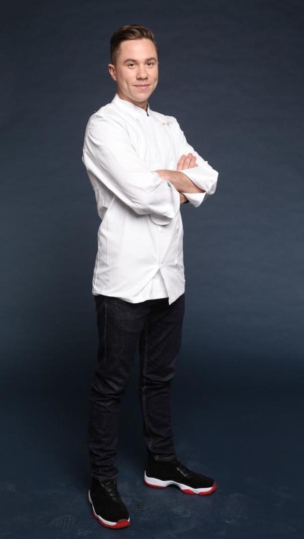BAPTISTE RENOUARD Chef de son restaurant « Ochre » (Rueil Malmaison), 27 ans, Chatou (78). Anciennement chef du restaurant Jacques Faussat dans le 17ème arrondissement de Paris, Baptiste n'a travaillé que pour des restaurants étoilés dont cinq ans chez Joël Robuchon.  [Marie Etchegoyen/M6]