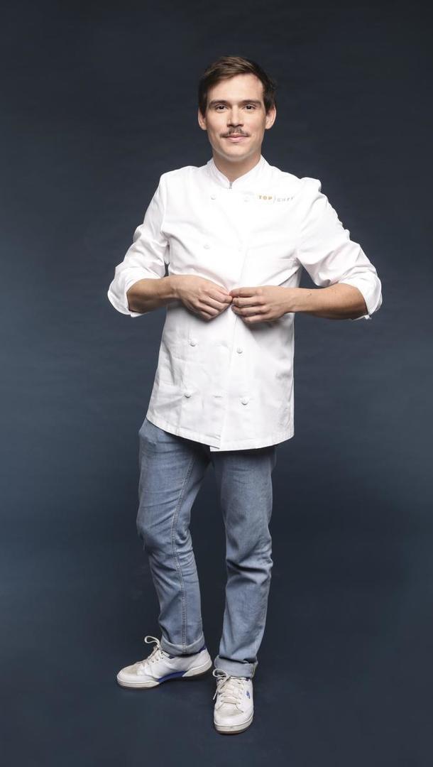 DAMIEN LAFORCE Chef, 23 ans, Lille (59) Pendant 5 ans, Damien a été second chez Florent Ladeyn, finaliste et révélation de Top Chef 2013 aujourd'hui auréolé d'une étoile. Puis Damien a pris la tête du Sébastopol à Lille où il a reçu le prix de Jeune Talent Gault et Millau 2018.