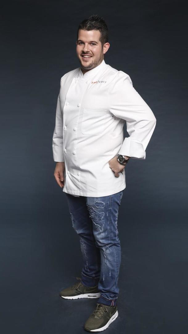 GUILLAUME PAPE Chef, 27 ans, Brest (29). Guillaume a travaillé auprès de grands chefs étoilés comme Olivier Bellin et est aussi à l'aise en cuisine qu'en pâtisserie. Il est aujourd'hui chef dans un grand restaurant en Bretagne.  [Marie Etchegoyen/M6]