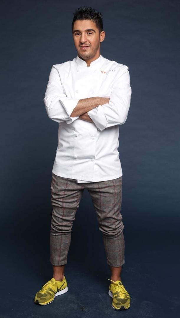 IBRAHIM KHARBACH Chef rôtisseur « Le Bozar » (1 Etoile), 33 ans, Bruxelles (Belgique).  Après avoir fait polytechnique, Ibrahim s'est découvert une vraie passion pour la cuisine. Cela fait maintenant dix ans qu'il travaille dans des restaurants étoilés en Belgique.