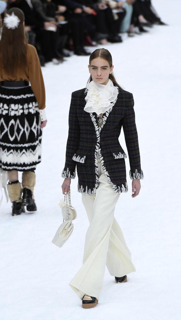 Le défilé venait clore la Fashion Week parisienne.